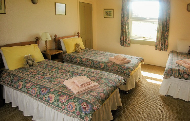 TRIPLE BEDROOM AT HUNISH